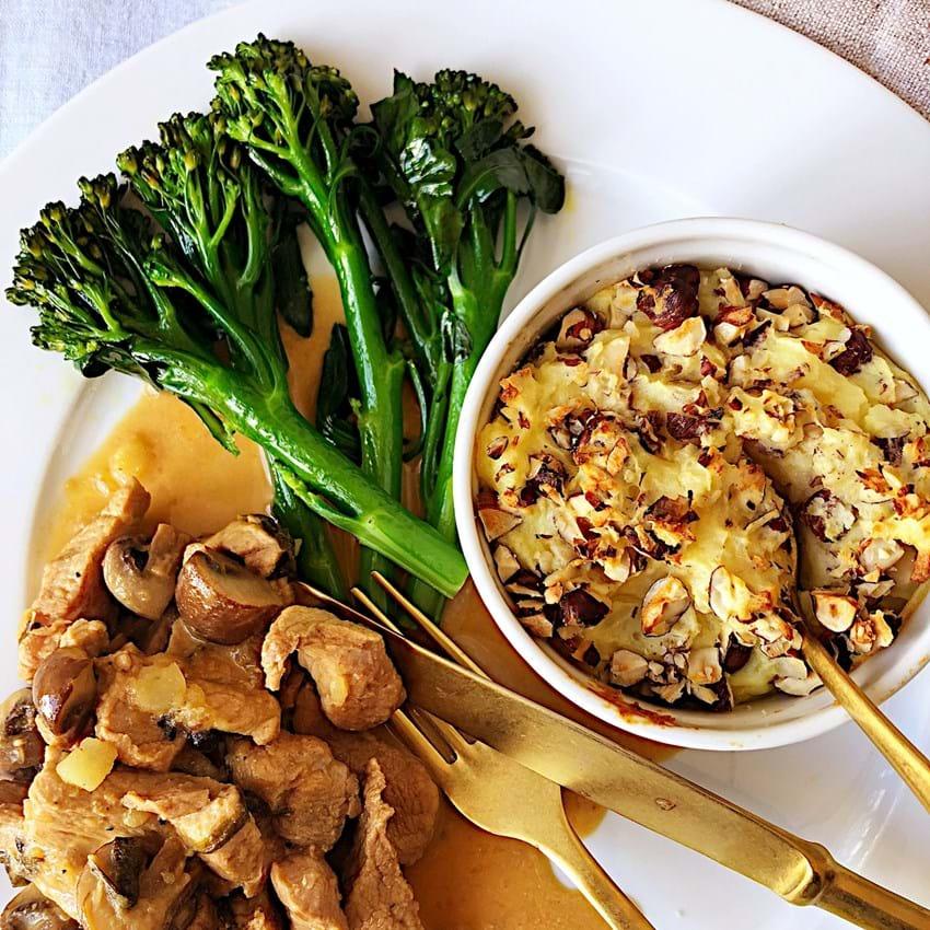 Bagt Kartoffelmos Med Æg enebærgryde med bagt kartoffelmos med hasselnødder og broccoli